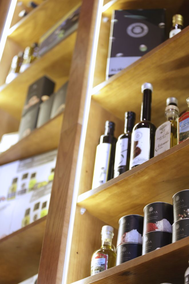 Mostaza Design   Vino & Compañía   Madrid   Wine Shop   Interior design   #retaildesign #mostazadesign #wine #shop #vinoycompañia #interiordesign #interiors #retail #furnituredesign
