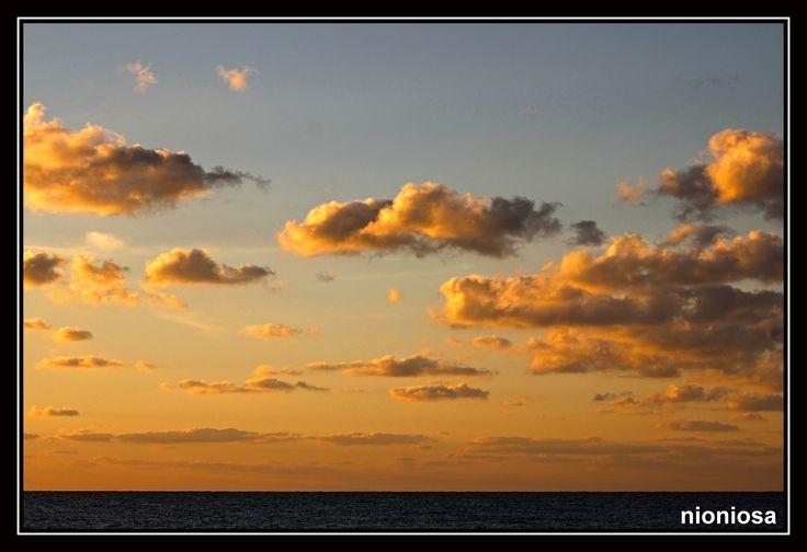 Καμάρι, Σαντορίνη, λίγο πριν την ανατολή του ήλιου.