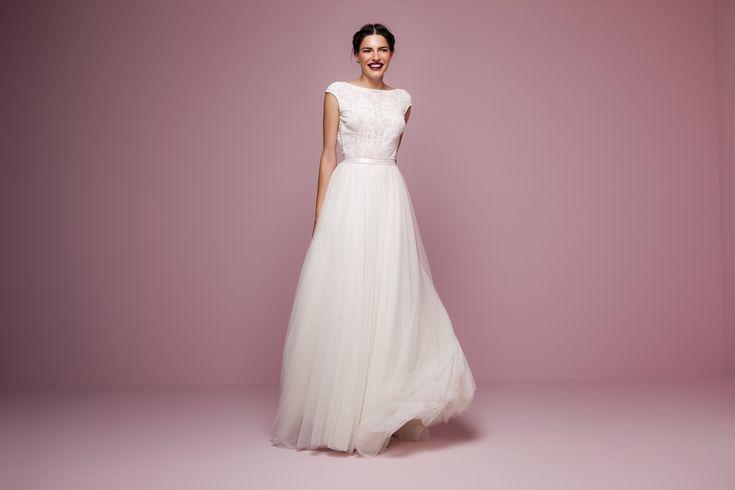Unsere internationalen Designer bieten Hochzeitskleider von klassisch-stilvoll bis zum verspielten Vintage Brautkleid. Inspirationen und Infos rund ums Heiraten..