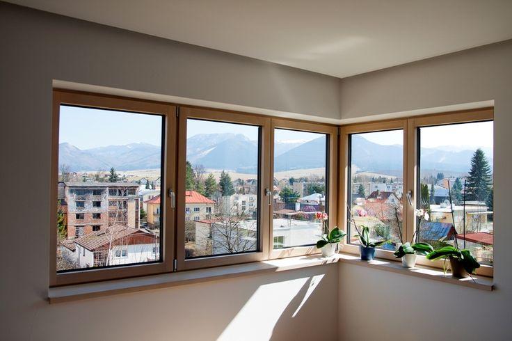 S oknami z Makrowinu je spokojných 100 % zákazníkov.  Dotazník Makrowinu ukázal, že Slováci už idú aj po kvalite, nielen po cene  Neuveriteľných 100 % zákazníkov vyjadrilo spokojnosť s výrobkami popredného slovenského výrobcu drevených a drevohliníkových okien spoločnosti Makrowin, s. r .o., Detva. V tradičnom dotazníku, ktorý firma rozoslala všetkým zákazníkom, ktorí si v roku 2015 zakúpili jej výrobky, bolo veľmi spokojných 86,4 % a spokojných 13,6 % respondentov.