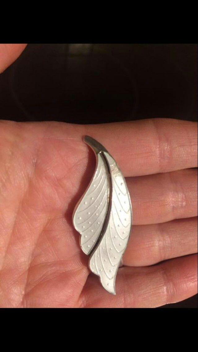 Sølv og emalje brosje