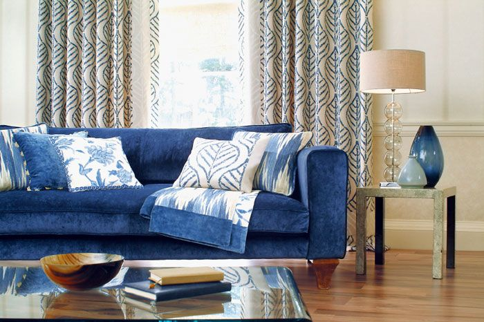 Бархатный диван в гостиную синего цвета