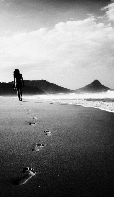 ¿Sentirse o no sentirse sola? La mayoría pensará que sentirse sola, es producto de la ausencia de compañía o pareja y que es la necesidad propia de estar acompañada la que nos produce un sentimiento de tristeza.