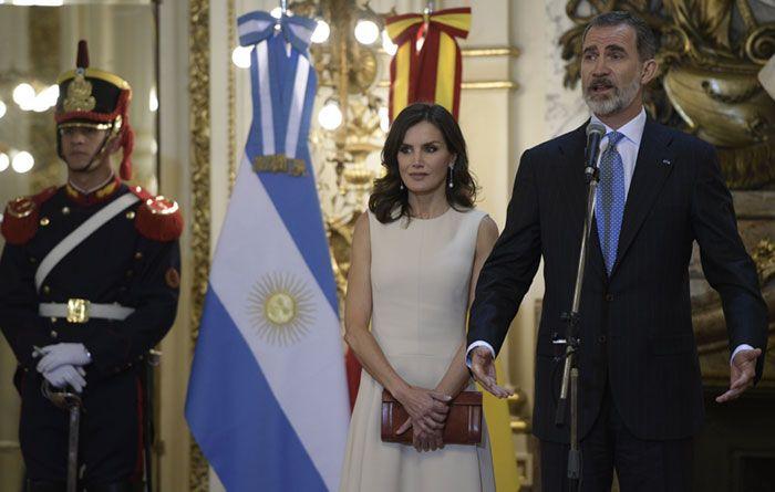 Los Reyes Arrancan Su Visita A Argentina Con Una Cálida Bienvenida De Mauricio Macri Y Juliana Awada Mauricio Macri Macri Los Reyes De España