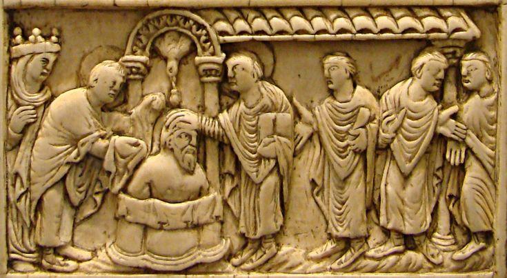 Plaque De Reliure En Ivoire Reims Dernier Quart Du Ixeme Siecle Musee De Picardie A Amiens Le Bapteme De Clovis Par Bapteme De Clovis Merovingien Moyen Age