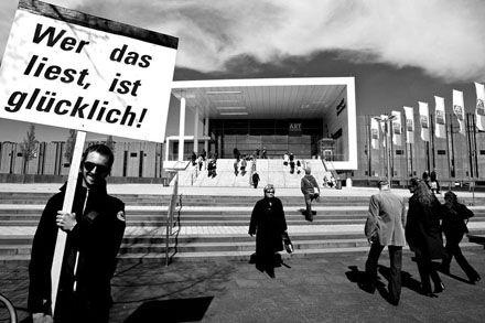 Dies ist keine Übung! - Die Aktionskunst von Heiko Beck - NRhZ-Online - Neue Rheinische Zeitung - info@nrhz.de - Tel.: +49 (0)221 22 20 246 - Fax.: +49 (0)221 22 20 247 - ein Projekt gegen den schleichenden Verlust der Meinungs- und Informationsfreiheit - Köln, Kölner, Leverkusen, Bonn, Kölner Dom, Kölner Polizei, Rat der Stadt Köln, Kölner Stadtanzeiger, Flughafen KölnBonn, Messe, Messe Köln, Polizei Köln, Rheinland, Bundeswehr Köln, heiliger Vater Köln, Vatikan Köln, Jürgen Rüttgers Köln…
