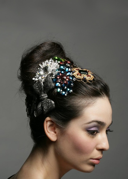 how to wear a brooch in your hair