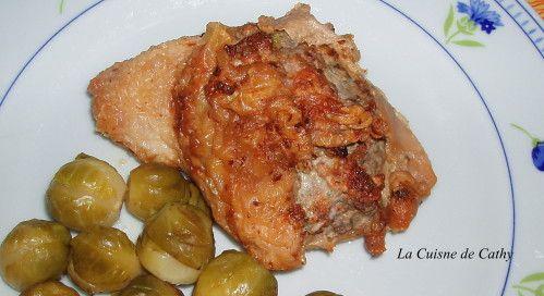 Voici un plat de viande à réaliser qui épatera vos convives. Farcies les cuisses de poulet désossées vont se déguster avec des choux de Bruxelles, par exemple. J'ai choisi une farce à base de champignons et porc haché mais des variantes sont possible......
