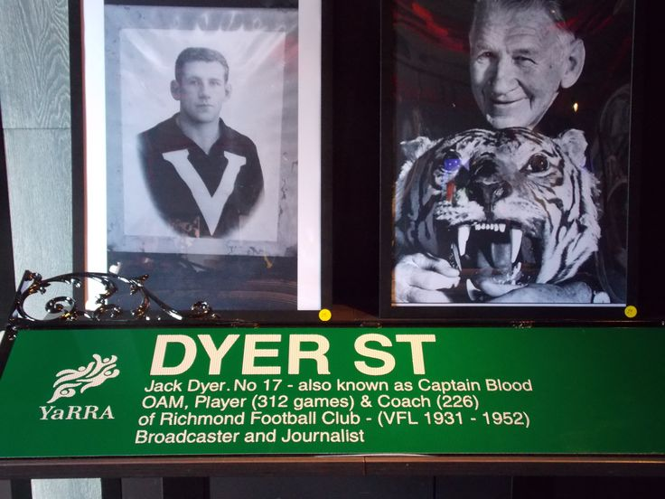 The new Dyer St sign