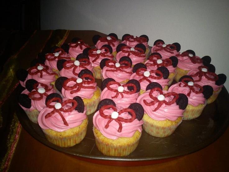 mini mouse cupcakes....