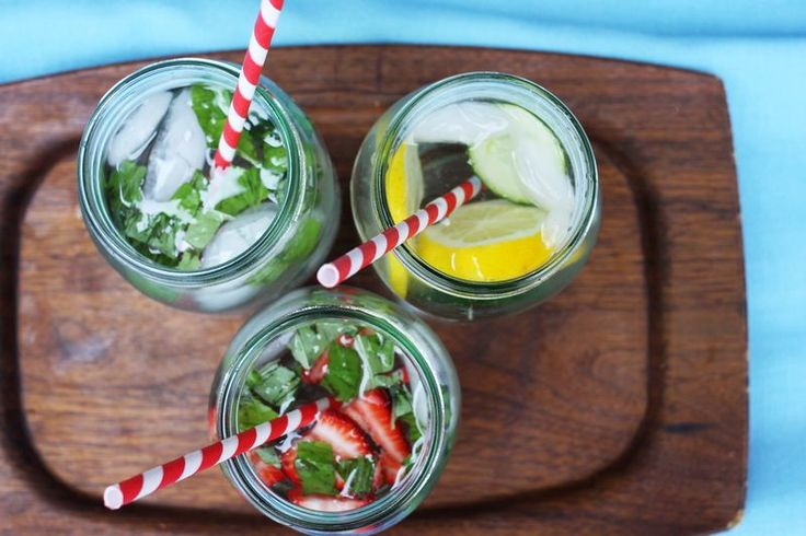 summer drinks #splendidsummer: Mint Water, Summer Drinks, Water Infused, Fruit Infused Water, Food Photography, Flavored Water, Beauty Messing, Infused Water Recipe, Strawberries Basil