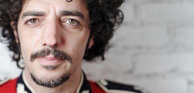 Max Gazzè è attualmente al lavoro su nuovi brani ed entrerà a giorni in studio per realizzare le registrazioni del nuovo disco. Le canzoni tornano ad essere firmate dall'artista romano insieme al fratello Francesco.