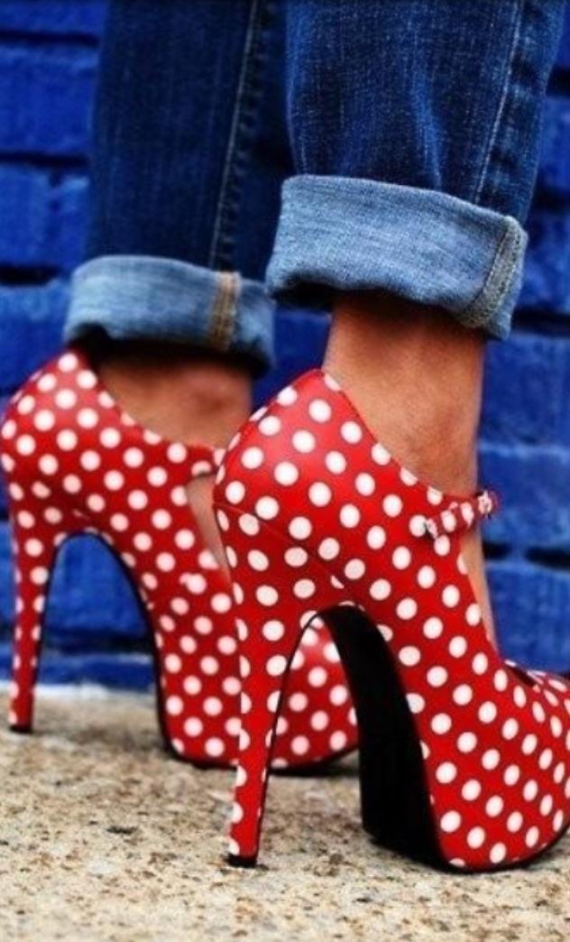 kr: Polka Dots + High Heels + Cuffed Demin https://fashionflamenco.com