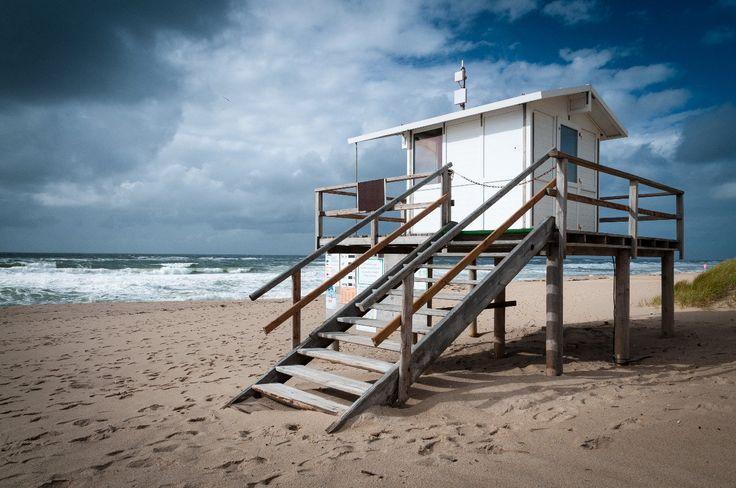 Sur la plage abandonnée, coquillage et crustacés... L'été approche à grands pas et vous pensez déjà à votre futur maillot de bain ? On vous comprend ! Le Vieux Continent regorge de plages splendides pour vous rafraîchir à l'arrivée des beaux jours. Sauvage ou jet-set, serviette ou bain de soleil privé : à vous de faire votre choix ! Du Portugal à la Grèce en passant par l'Allemagne et l'Italie, Petit Futé vous livre son classement des plus belles plages d'Europe.Michael Thaler…