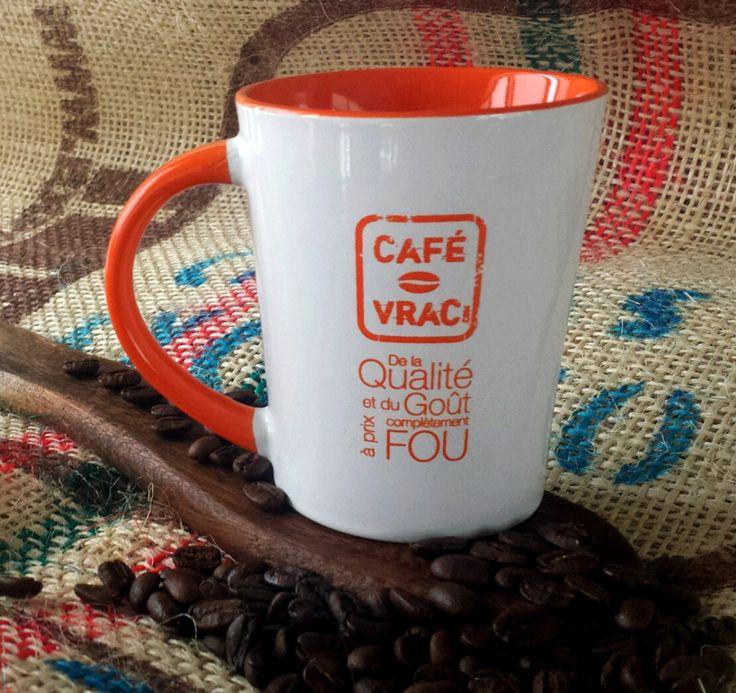 Nos tasses sont enfin arrivées! Et elles arrivent à point pour le #VendrediFou !   Nous vous offrons donc dès maintenant une jolie tasse Café-Vrac avec chaque achat effectué d'ici mardi 2 décembre minuit.   Comme les quantités sont malheureusement limitées pour le moment, ce sera premiers arrivés, premiers servis. Faites vite!   Alors qui veut SA tasse? ;) #BlackFriday  https://cafe-vrac.com