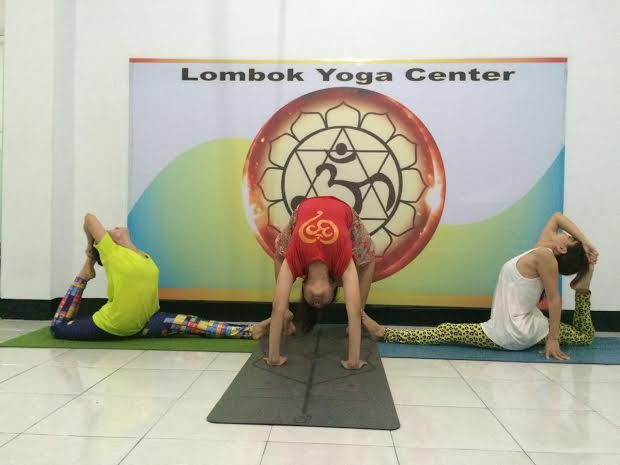 Kumpulkan Teman, Yoga di Rumah - http://tokoh.co.id/kumpulkan-teman-yoga-di-rumah/