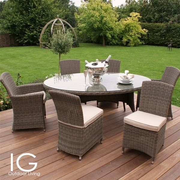 This large Maze Rattan Winchester Oval 6 Seat Garden Furniture Set brings an oval dining table to thismuch loved rattan furniture collection.