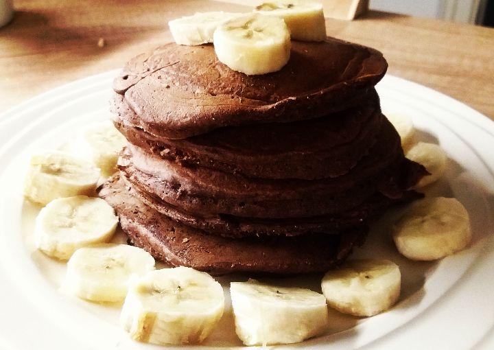 Jistě určitě máte rádi lívance, my moc. Můžeme je jíst na tisíc způsobů. Jsou skvělou variantou, pro dobrou snídani, svačinu nebo když nás honí mlsná. Já lívance připravují jen na zdravý způsob. Bezlepkové nebo bez cukru. Doma si to manžel už doladí sám například marmeládou. Já osobně podávám k lívancům bílý jogurt, ovoce nebo ořechy. …