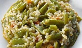En sevdiklerimden, fasulye ile pirincin enfes birleşimi! Fasulye diblesi, yanında yoğun ve soğuk bir cacıkla, tam yazlık…