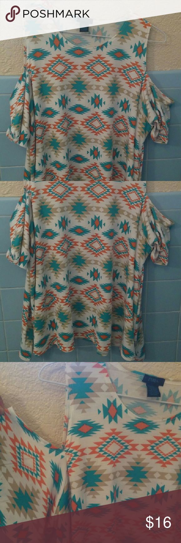 Aztec Print Blouse Rue 21 extremely cute aztec blouse. The shoulders are cut out and the blouse is light and flowy. Size says 1X but fits more like XL. Never worn out only to try on! Tops Blouses