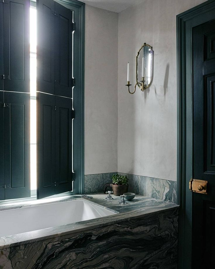 Bathroom with green touches