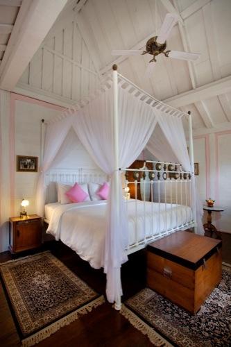 "A rare vintage find in Bali - Hotel Puri Tempo Doeloe (""times past"") Sanur, Bali"