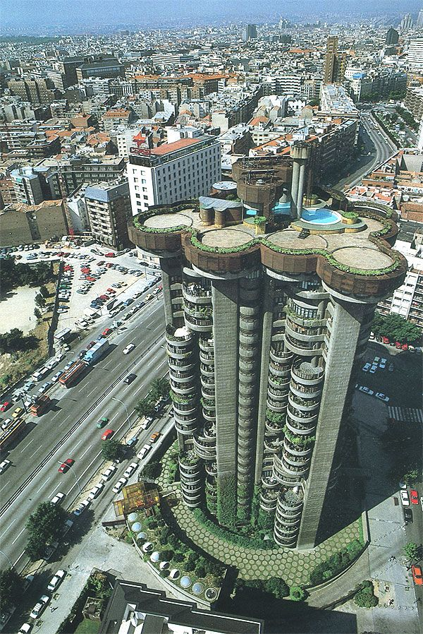 The Torre Blancas is an architectural icon of the Spanish Organicism movement. Designed by Francisco Javier Sáenz de Oiza and completed in 1969, this exposed concrete tower rises 71 meters above the Madrid skyline. It also stands as one the most complicated and innovative reinforced concrete structures of the era