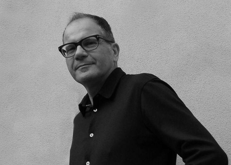 Marco Innocenti si laurea in architettura a Firenze. Lavora prevalentemente in Toscana e il suo studio di Viareggio si occupa principalmente di ristrutturazioni e restauri di ville storiche, casali di campagna, abitazioni ed appartamenti di città, progettazione di showrooms. Ha maturato grande esperienza nell'arredamento d'interni che caratterizza attraverso mobili di modernariato , contemporanei e pezzi unici realizzati su disegno.
