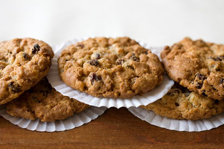 Dr. Oz's Protein Cookies  Ingredients 2/3 cup natural peanut butter  2 eggs 1/3 cup brown sugar 1/2 cup unsweetened applesauce  1 tsp vanilla 1 tsp baking soda 2 cups oats 3/4 cup ground flaxseed meal 1/4 tsp salt 4 scoops chocolate soy protein powder