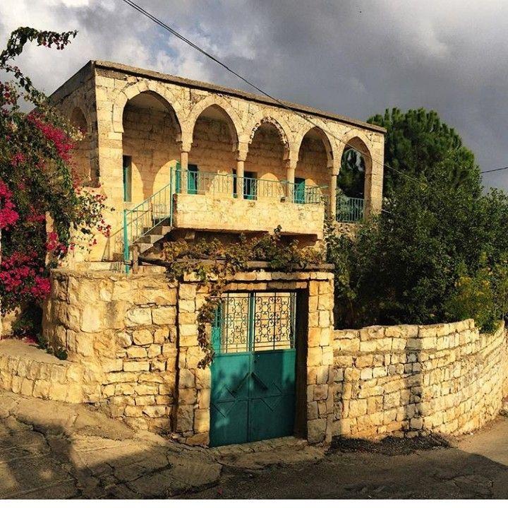 من البيوت القديمة في بلدة رومين جنوب لبنان Old Houses Big Ben Building
