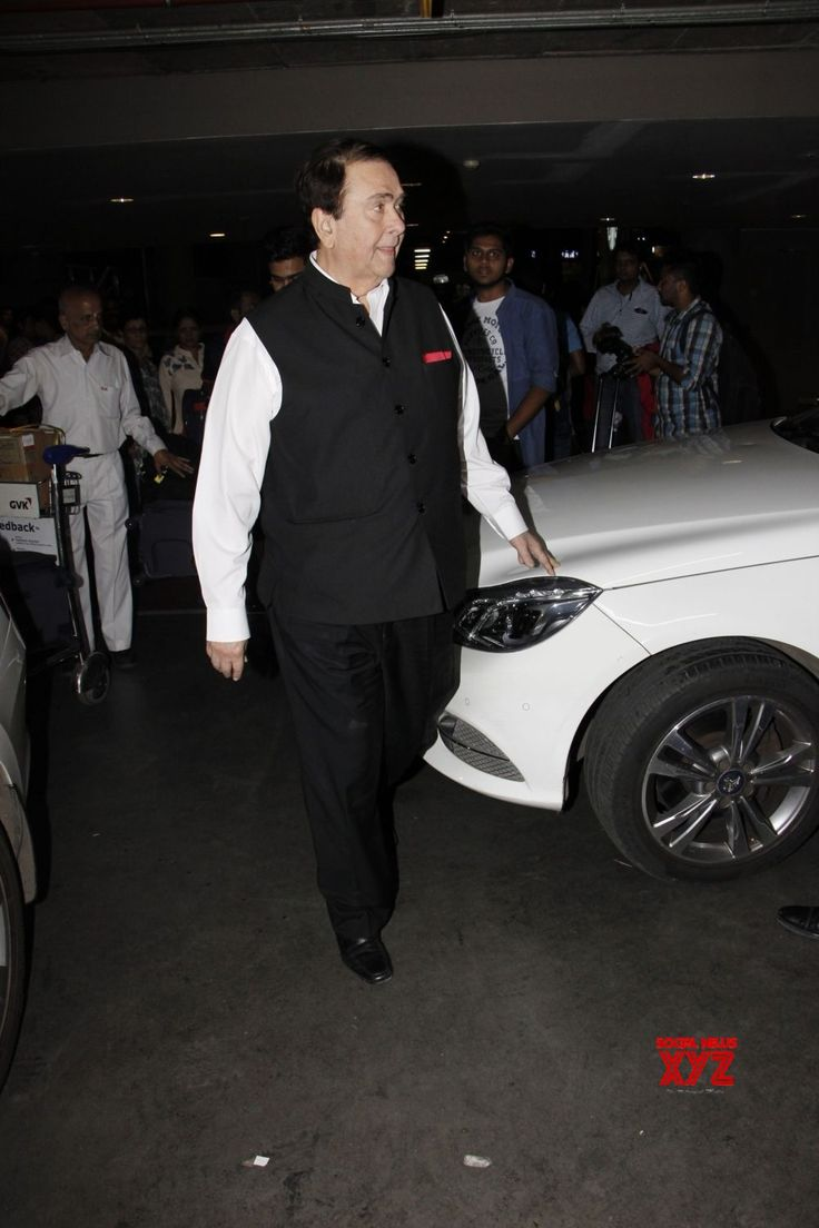 Mumbai: Randhir Kapoor seen at airport - Social News XYZ