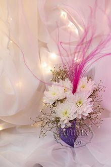 Тренд сезона - перья в оформлении цветочных композиций