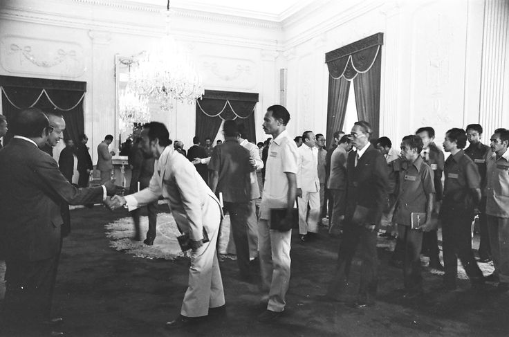 In 1975 was the will of the East Timorese people, as was the Merger petition, delivered by Arnald's East Timorese East Timorese delegation to President Soeharto. Photos when the people of Timor-Leste submit a merger petition