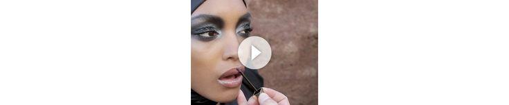 Pour le numéro d'août 2011 de Vogue Paris, Lloyd Simmonds, le directeur artistique du maquillage Yves Saint Laurent, a réalisé une série beauté (p. 206) avec les tops Jourdan Dunn et Natasha Poly photographiés par Hans Feurer. Les coulisses de la séance s