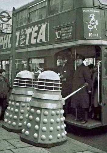 Daleks+on+the+bus.jpg (351×500)