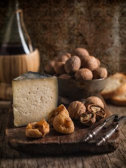 Tuscan Snack with Pecorino cheese from Maremma, dried figs, walnuts and a healthy glass of red wine