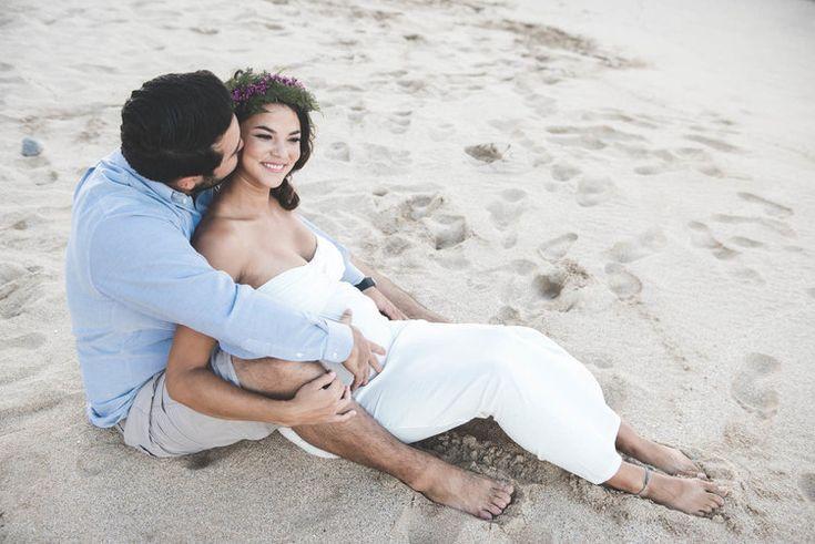 Beach MATERNITY PHOTOS | Oneloa Bay Beach Maternity Photos