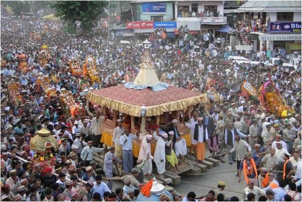 During Dussehra and Kullu valley is not the one to lag behind. The town is gaily decorated in bright colours and grand processions with idols of Gods and Goddesses move through the town with people cheering and dancing while also worshipping devotedly. Many fairs are also organized and being a part of these revels is sure to lift your spirits. http://coolhimachal.blogspot.in/2013/08/interesting-facts-about-himachal-pradesh.html