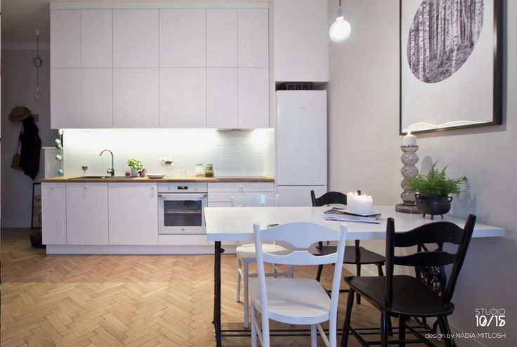 White scandinavian kitchen .Warm and cosy little studio 32 m2 in Warsaw. Design by Nadia Mitłosz https://www.facebook.com/Studio-1015-Nadia-Mit%C5%82osz-352930628189169/timeline/