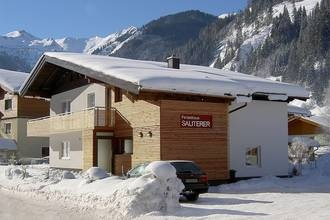 A chalet with a sauna and relaxation area, ideal for a larger group. (Salzburg, Austria)