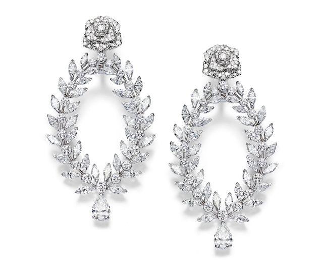 Piaget Boucles d'oreilles Piaget Rose Passion en or blanc 18 carats, 214 diamants taille brillant, 72 diamants taille marquise et 2 taille poire, prix sur demande