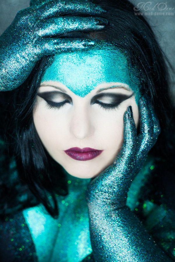 Model/Mua: Jocelyn Lothian.  Photographer: Mad Dame  Another glitter photo from the made dame glitter shoot :) #maddame #glitter #glittermodel #jocelynlothian #model #alternative #green #snakelike #fangs