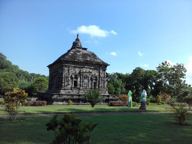 Candi Banyunibo. Berada di Kecamatan Prambanan, Kabupaten Sleman, DI Yogyakarta
