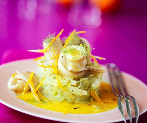 Le chef étoilé Cyril Lignac vous propose la recette du filet de sole à la fondue de poireaux et beurre à l'orange. Un plat gourmand et goûteux.