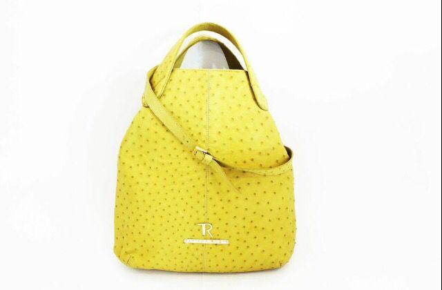 Bolsa 100% cuero  Exterior piel de Avestruz  Interior piel de Cordero Hwrrajes con baño en Oro 24K Diseño TATIANA RUBIO Colombia