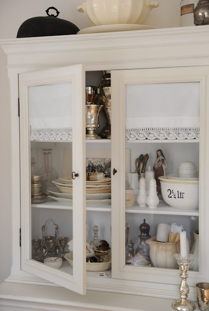Glass Cabinet Vignette Hwit Blogg Cottage Shabby Chic