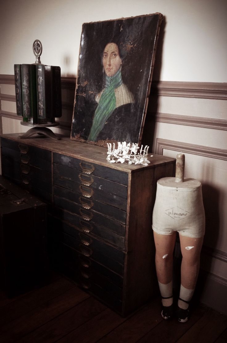 Kid mannequin legg, cabinet, oil on Canvas antique french