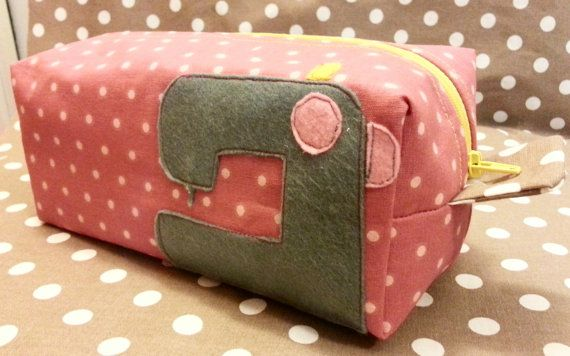 Handmade Box pouch Hey, ho trovato questa fantastica inserzione di Etsy su https://www.etsy.com/it/listing/173509285/box-pouch-sewing-machine