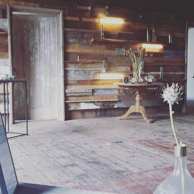Eating in the same beautiful space normally used to shoot Dragons Den today. food #bespoke200 #london #bermondsey #warehouse #shabbychic by d_c_masters