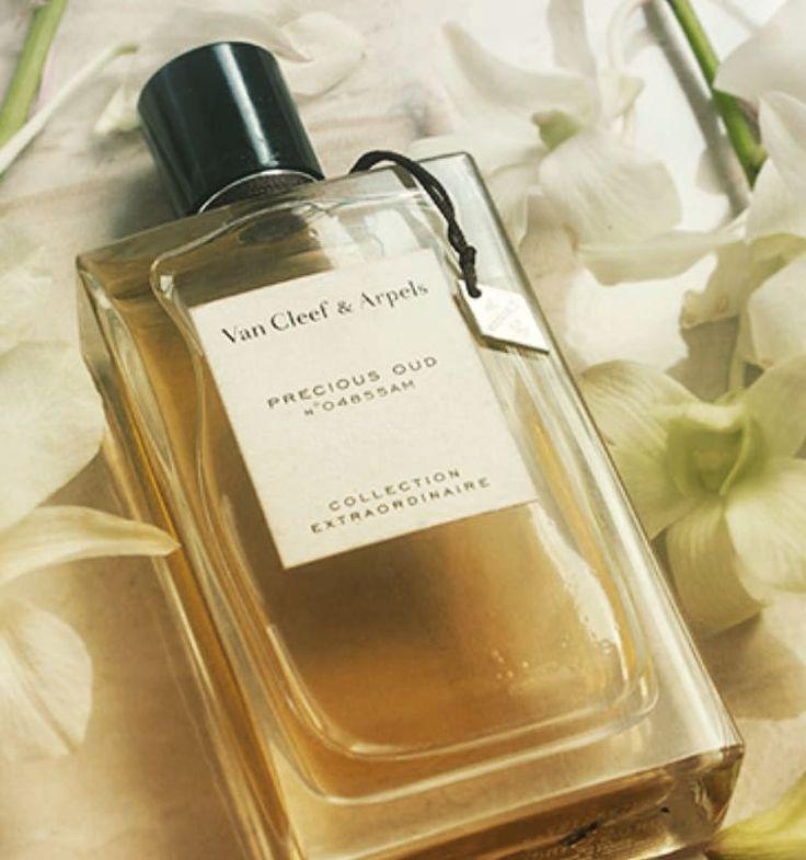 مسك البيلسان On Instagram فان كليف عود تغلب عليه ريحه الازهار والياسمين أكثر من العود ثباته ممتاز يصنف نسائي ويمكن يستخدم Perfume Bottles Perfume Precious